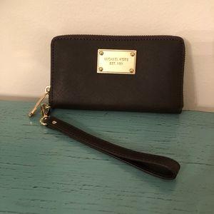 NWOT Michael Kors zip-around wristlet wallet